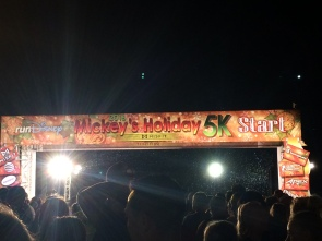 Start Line for Mickey's Holiday 5k